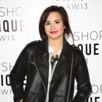 Demi-lovato-red-carpet-pose