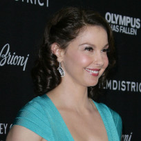 Ashley-judd-in-blue