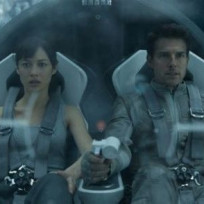 Tom-cruise-and-olga-kurylenko-in-oblivion
