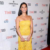 Olivia-munn-in-yellow