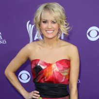 Carrie-underwood-at-acm-awards-2013