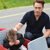 Robert downey jr and crying kid