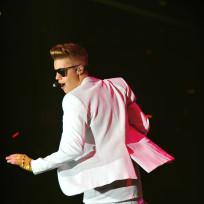 Justin Bieber Hangs Low
