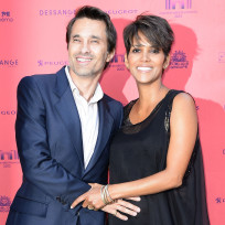 Olivier Martinez and Halle Berry Image