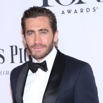 Jake-gyllenhaal-in-a-tux