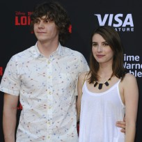 Emma Roberts, Evan Peters