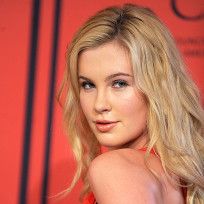 Ireland Baldwin Pose