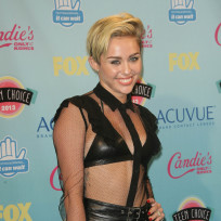 Miley-cyrus-in-leather