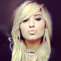 Demi-lovato-with-blonde-hair