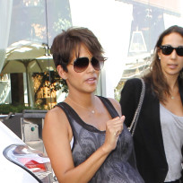 Halle-berry-pregnant-photo