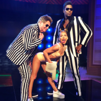 Kelly ripa as miley cyrus