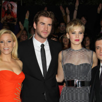Catching-fire-cast-pic