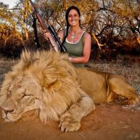 Melissa Bachman, Lion Photo