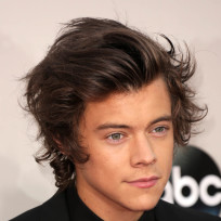 Harry-styles-at-american-music-awards