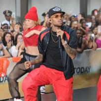 Chris-brown-in-red-pants
