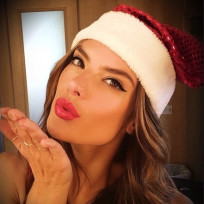 Alessandra-ambrosio-christmas-pic