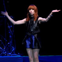 Carly-rae-jepsen-on-stage