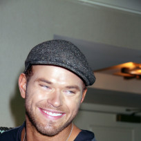 Kellan-lutz-with-a-cap