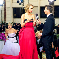 Jennifer-lawrence-photobombs-taylor-swift