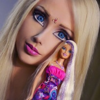 23 Human Barbie Pics: Valeria Lukyanova's House of Horrors