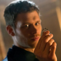 Klaus-mikaelson-with-a-ring