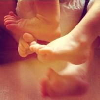 Elsa-pataky-baby-feet