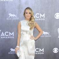 Carrie-underwood-at-the-2014-acms
