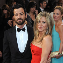 Jennifer-aniston-and-justin-theroux-red-carpet-image