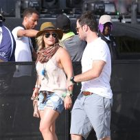 Hilary-duff-and-mike-comrie-at-coachella