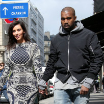 Kim-kardashian-and-kanye-west-walk-in-paris