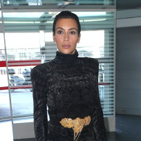 Kim-kardashian-wears-black