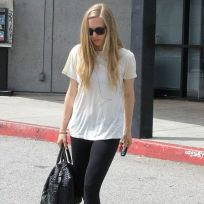 Amanda-seyfried-hot-with-no-makeup