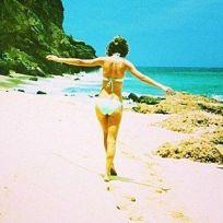 Taylor Swift Bikini Image