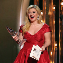 Kelly clarkson with a cma
