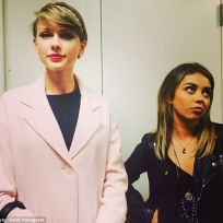Taylor swift and sarah hyland
