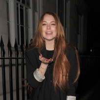 Lindsay lohan hits the club