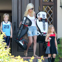 Tori Spelling Limo Ride Photo