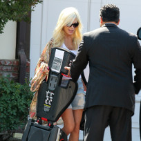Tori Spelling With Chauffeur