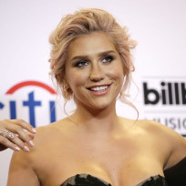 Kesha red carpet close up