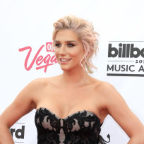 Kesha hot at the billboard awards