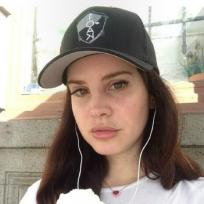 Lana-del-rey-no-makeup-photo