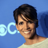 Halle-berry-smiles