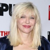 Courtney-love-on-the-red-carpet