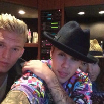 Justin-bieber-and-cody-simpson-selfie