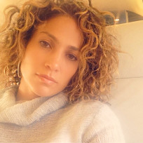 Jennifer-lopez-with-curly-hair