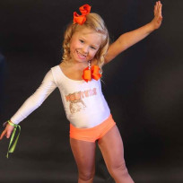 4-year-old-hooters-waitress
