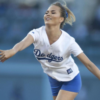 Chrissy-teigen-throws-first-pitch