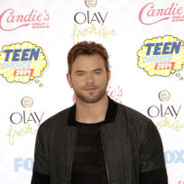 Kellan lutz at the 2014 teen choice awards