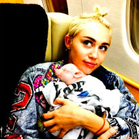 Miley-cyrus-and-her-pig