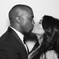 Kim-kardashian-and-kanye-west-kiss